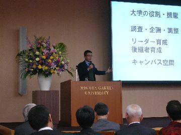 テレビアナウンサー 高井 一さんの基調講演の様子 テレビアナウンサー 高井 一さんの基調講演パネ