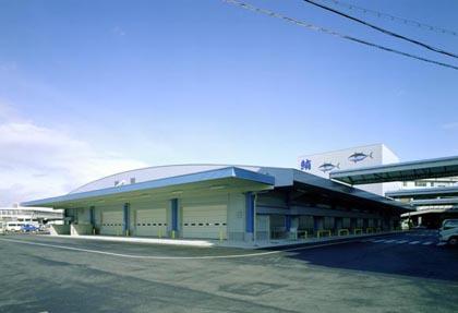中央卸売市場本場太物棟 昭和24年に開設された中央卸売市場本場は、施設の老朽化や狭隘化に伴い、.